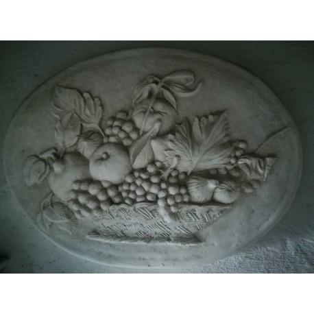 LR 13 Bassorilievo ovale con cesto di frutta h. cm. 40x55